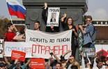 Russia pension protests: Police break up opposition rallies