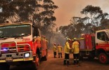 (VIDEO) Bushfire destroys three homes on Sydney's outskirts